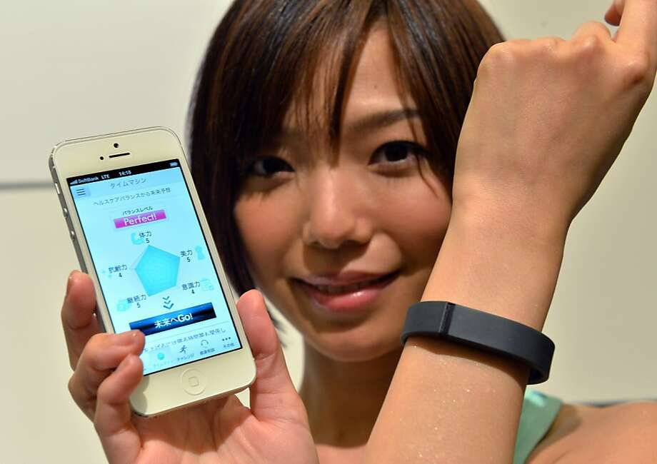 Fitbit wristbands monitor your sleep and wake you with vibrations, but not necessarily at the ideal time. Photo: Yoshikazu Tsuno, AFP/Getty Images