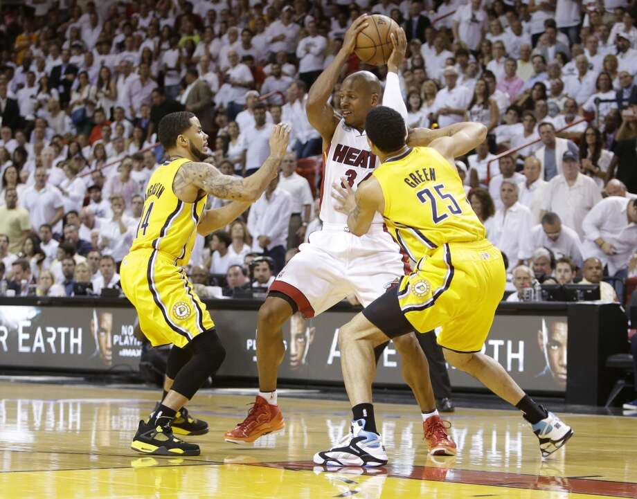 Miami Heat guard Ray Allen (34) looks to pass as Indiana Pacers forward Gerald Green (25) and  guard D.J. Augustin (14) defend during the second half of Game 7 in their NBA basketball Eastern Conference finals playoff series, Monday, June 3, 2013 in Miami. (AP Photo/Lynne Sladky)