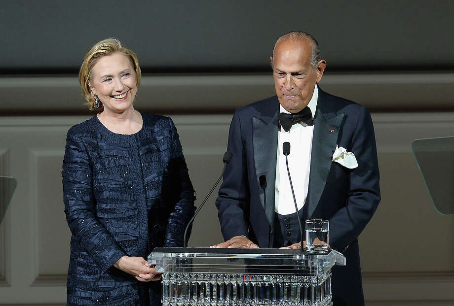 Hillary Rodham Clinton and Oscar de la Renta onstage at the 2013 CFDA Fashion Awards on June 3, 2013 in New York, United States. Photo: Theo Wargo, Getty Images / 2013 Getty Images