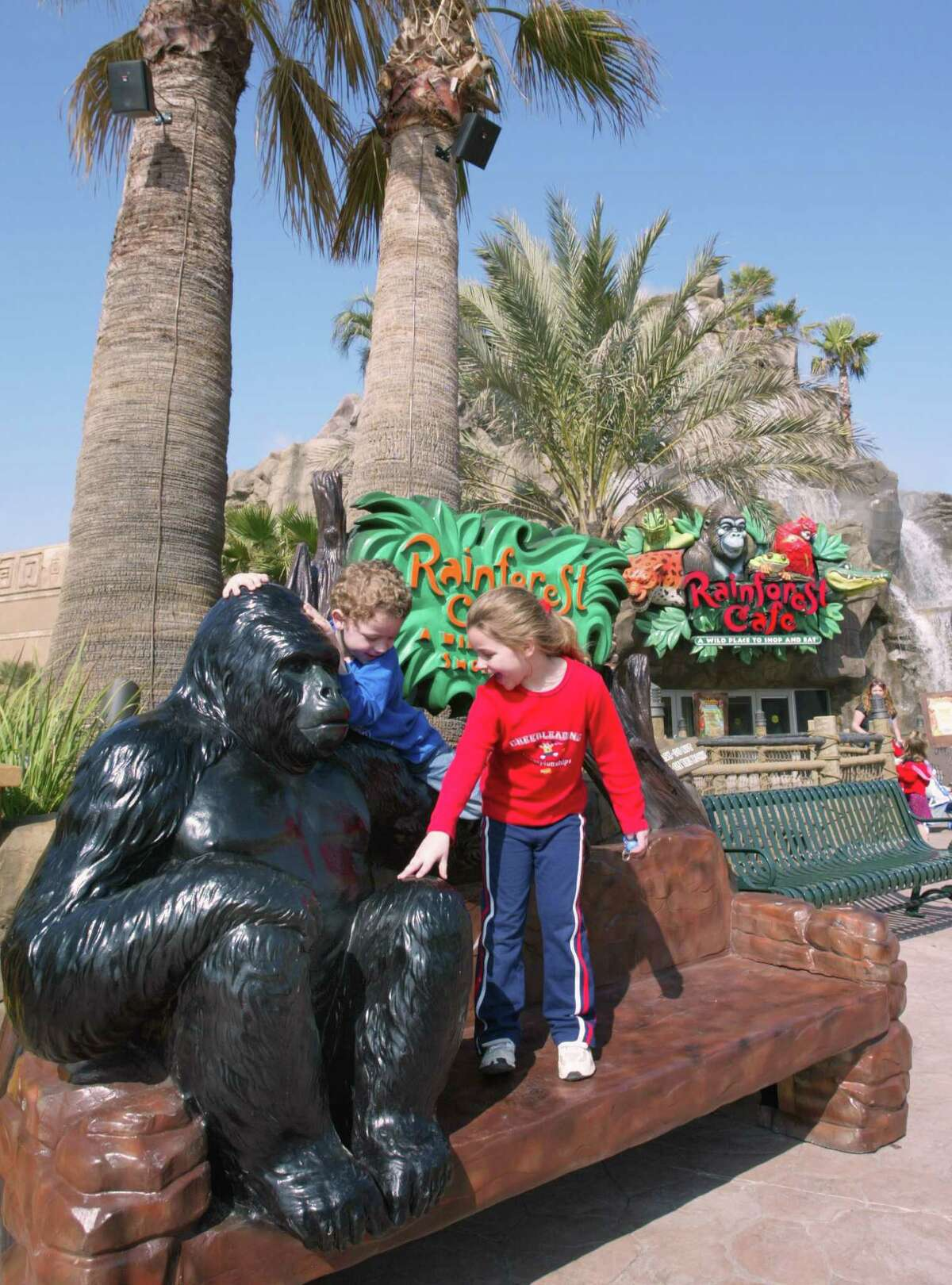 Four-year-old Chandler Ford and 5-year-old Marissa Ford play outside the Rainforest Cafe in Galveston. (Craig H. Hartley/Special to the Chronicle)