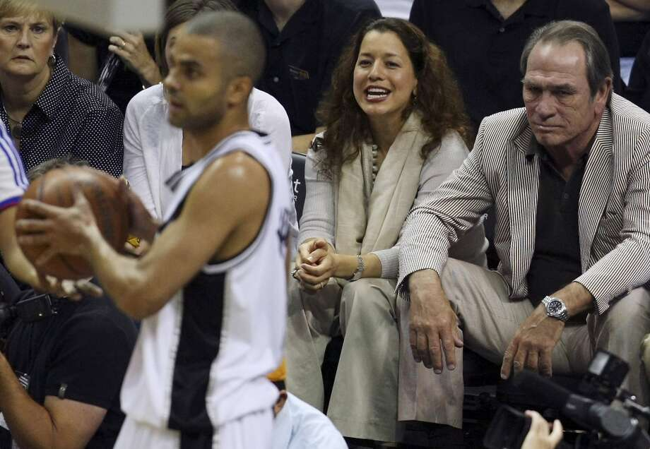 Grumpy Cat Tommy Lee Jones is a Spurs fan, seen here with his wife Dawn Laurel at Game 4 of the Western Conference semifinals Sunday May 11, 2008 at the AT&T Center. Photo: EDWARD A. ORNELAS, SAN ANTONIO EXPRESS-NEWS
