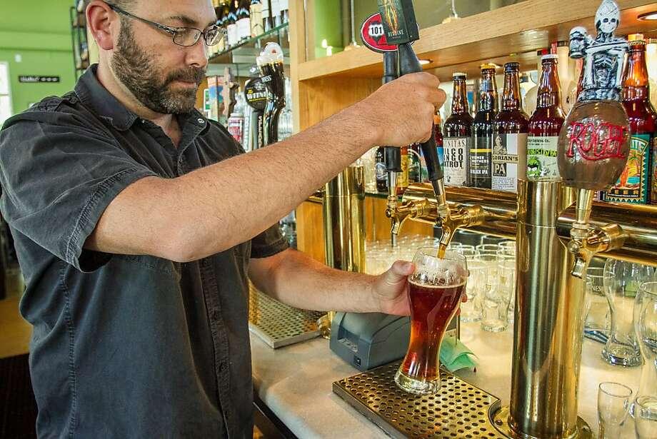 Pub republic in petaluma has craft beers san francisco for Food bar petaluma