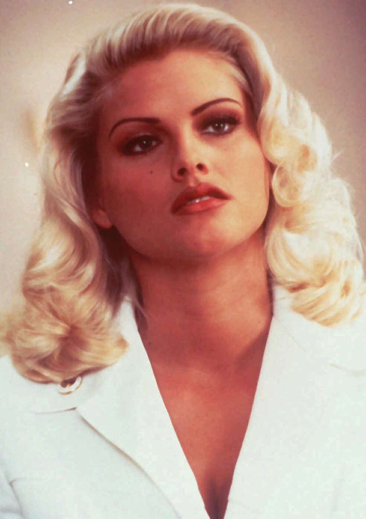 Timeline of Anna Nicole Smith's life Anna Nicole Smith, the Texas-born stripper-turned-model and reality star, was one of America's most beloved bombshells. Continue clicking to see the timeline of the beauty's turbulent past and the legacy she's left behind.