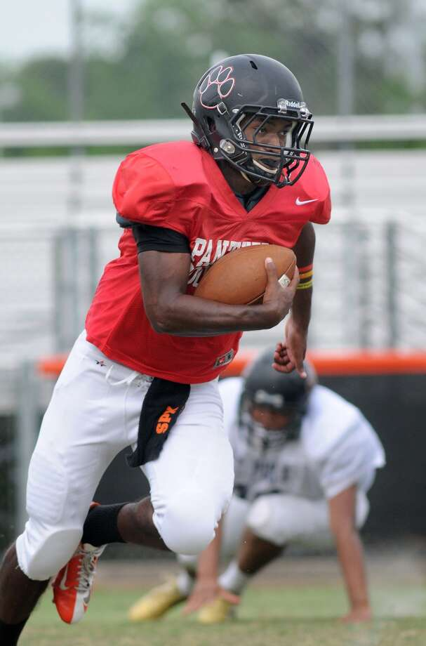 St. Pius junior Sean Kilpatrick is among the candidates to replace Kohl Stewart at quarterback. Photo: Jerry Baker, Freelance