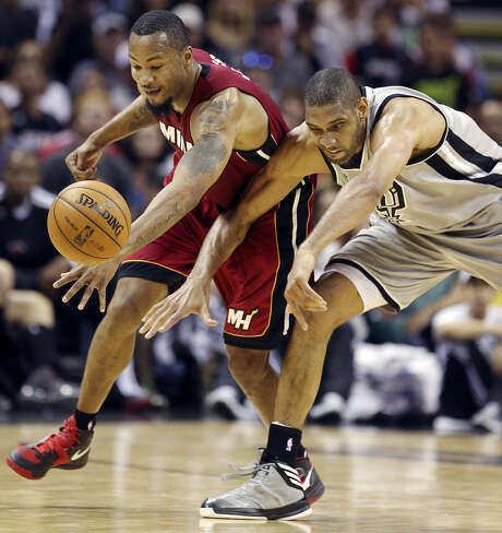 Tim Duncan battles with the Heat's Rashard Lewis during Miami's lone visit to the AT&T Center this season.