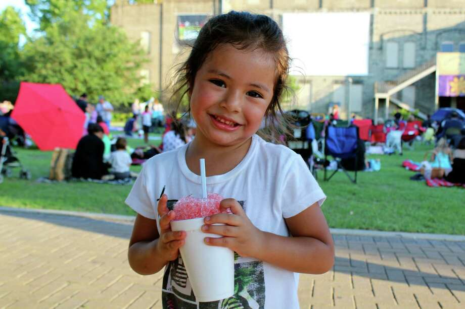 "Many enjoyed the return of the ""Movies by the Moonlight"" at HemisFair Park on Tuesday night. (Photos by Yvonne Zamora/mySA.com)"