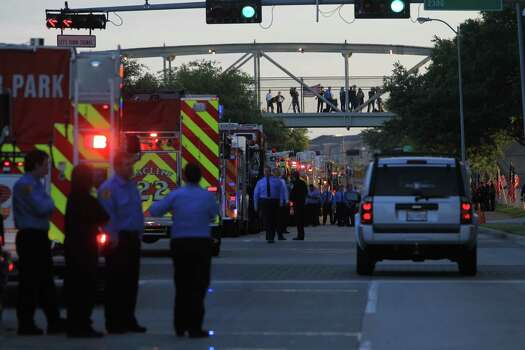Hundreds of emergency response vehicles arrive for the Fire Fighter memorial service at Reliant Stadium. Photo: Karen Warren/Houston Chronicle Photo: Houston Chronicle