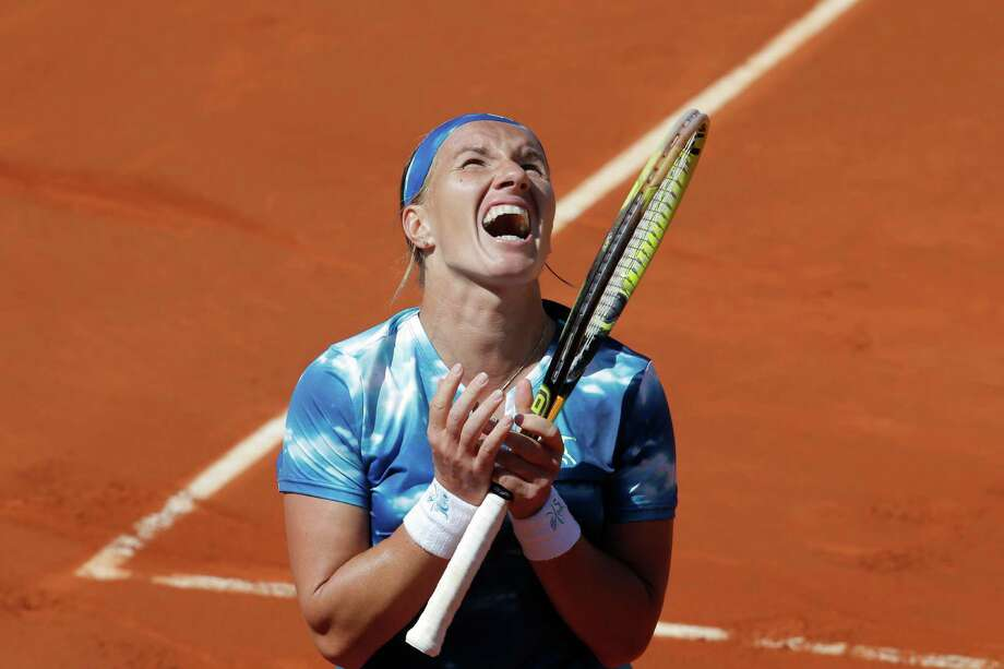 Russia's Svetlana Kuznetsova screams after missing a return against Serena Williams of the U.S. in their quarterfinal match at the French Open tennis tournament, at Roland Garros stadium in Paris, Tuesday June 4, 2013. Williams won in three sets 6-1, 3-6, 6-3, Photo: Christophe Ena, AP / AP