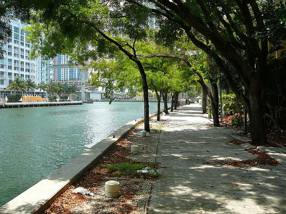 Along the Miami River and the Biscanye Bay, pedestrians can stroll along the Miami Riverwalk. Running through Bayfront Park, the walkway is the location of the Miami Riverwalk Festival, which was started in 2008 and takes place in November. The path is approximately one mile long. Photo: Marc Averette,  Wikimedia Commons