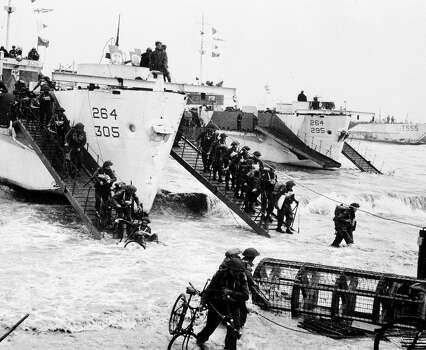 D-Day: Allied infantry army soldiers pour ashore from landing craft at the Normandy beaches during the D Day invasion. Photo: Popperfoto, Popperfoto/Getty Images / Popperfoto
