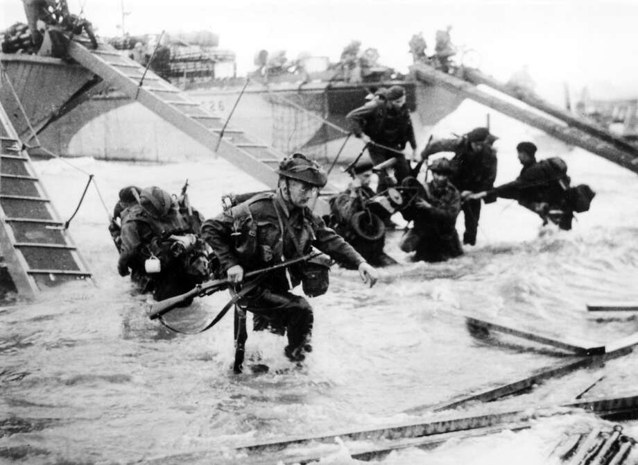 D-Day:Troops from the 48th Royal Marines at Saint-Aubin-sur-mer on Juno Beach, Normandy, France, during the D-Day landings. Photo: Hulton Archive, Getty Images / 2009 Getty Images