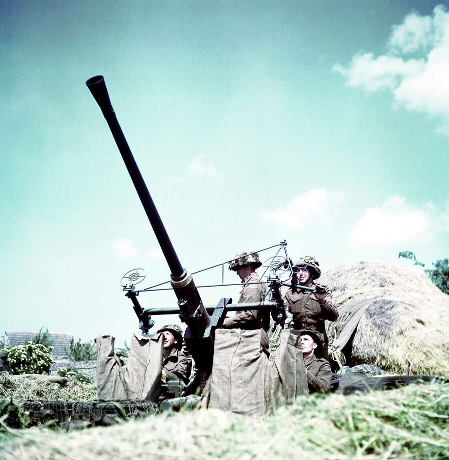 D-Day: Soldiers of the 3rd Canadian Infantry Division have set up an anti-aircraft Bofors 40 mm/L60 with the British-designed Stiffkey Sight. Photo: Galerie Bilderwelt, Getty Images / 2010 Galerie Bilderwelt