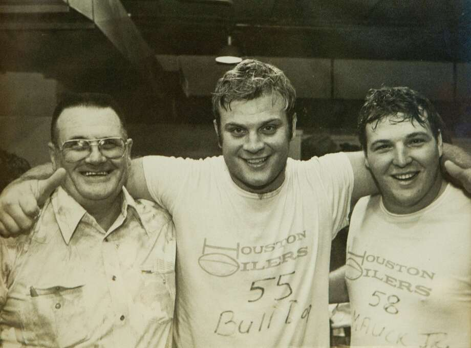 """He'll compete in a handball game like it's life or death (on center Carl Mauck, pictured center). I mean, life or death. . . . But he's the kind of singer you gotta drink along with, so you won't mind his singing."" Photo: Brett Coomer, Houston Chronicle"