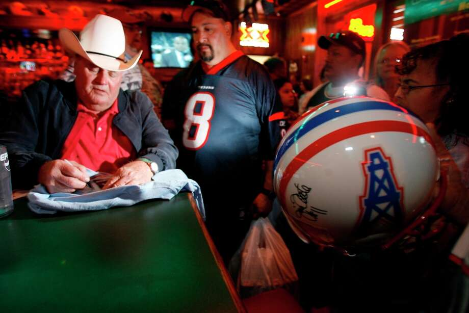 """""""The Dallas Cowboys may be America's team, but the Houston Oilers are Texas' team."""" Photo: Brett Coomer , Houston Chronicle"""