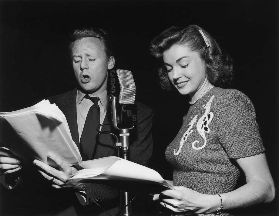 American actors Van Johnson and Esther Williams stand at a radio microphone, recording dialogue for a Screen Guild Players production at the Screen Actors Guild in 1948. Photo: Gene Lester, Getty Images / Archive Photos