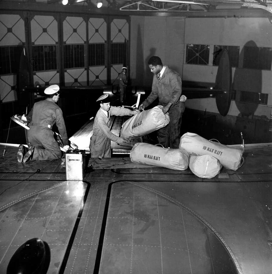 Men load rafts onto a Clipper. Photo: Herbert Gehr, Time & Life Pictures/Getty Image / Herbert Gehr