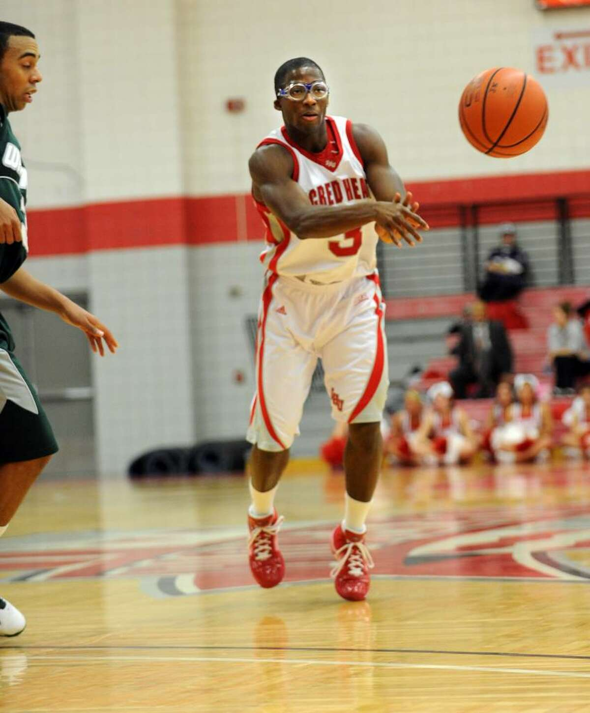 Sacred Heart's Jerrell Thompson passes the ball during the first half of Thursday night's game against Wagner.