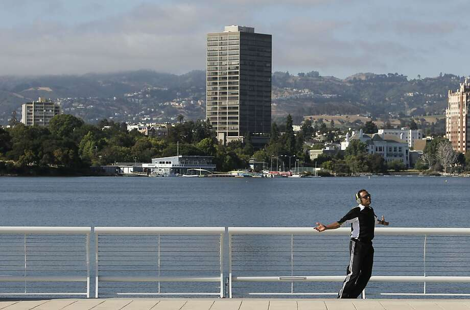 Lance McGee of Oakland does his afternoon exercise routine on the western edge of the lake. Photo: Michael Macor, The Chronicle