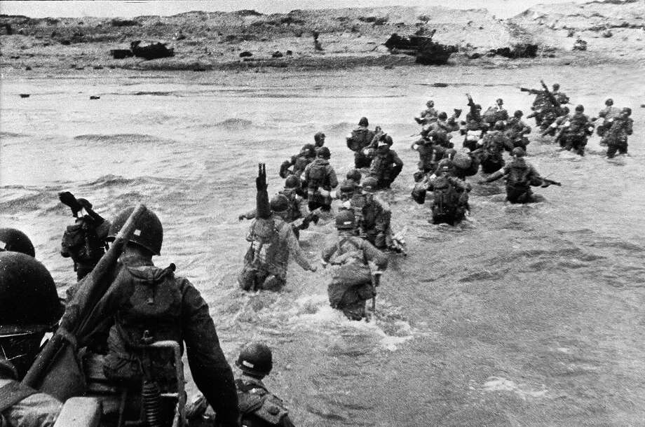 D-Day: US troops disembark from landing crafts during D-Day 06 June 1944 after Allied forces stormed the Normandy beaches. D-Day is still one of the world's most gut-wrenching and consequential battles, as the Allied landing in Normandy led to the liberation of France which marked the turning point in the Western theater of World War II. Photo: -, AFP/Getty Images / 2004 AFP