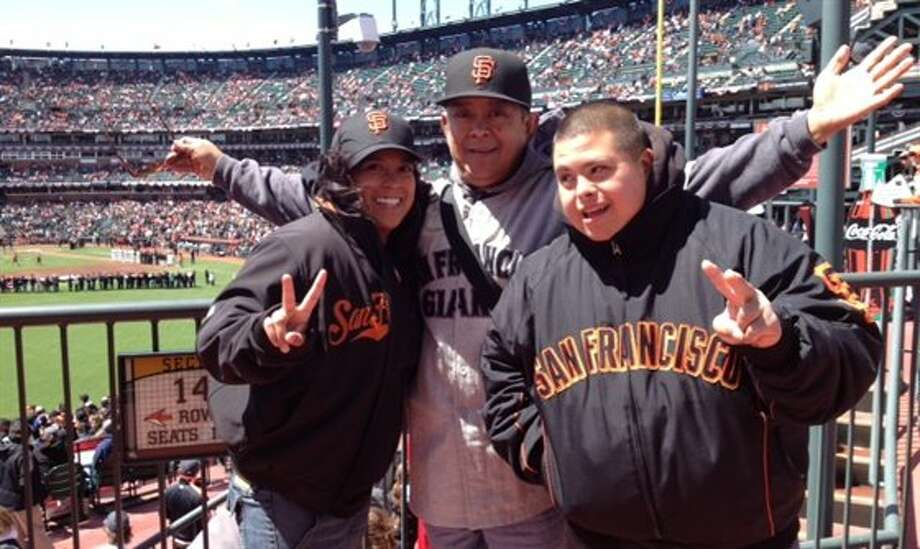 This dad and his kids also root for the giants. Photo: Dcparaiso