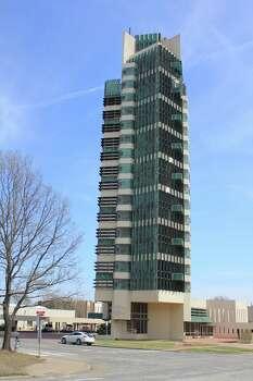 Tower on the prairie frank lloyd wright 39 s oklahoma high for Frank lloyd wright bartlesville