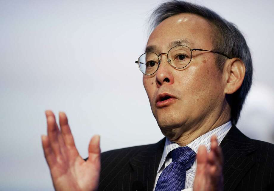 """Steven Chu says oil reserves in North America """"can make us energy independent. But that won't affect oil prices, because it ships too easily."""" Photo: PAUL J. RICHARDS, Staff / AFP"""