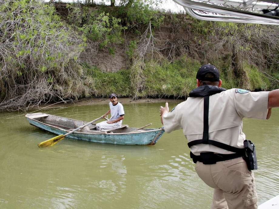 Texas game warden Oscar Jaimez hails a Mexican fishermen during a patrol to explain commercial fishing gear is prohibited on the U.S. side of the river. Photo: Picasa