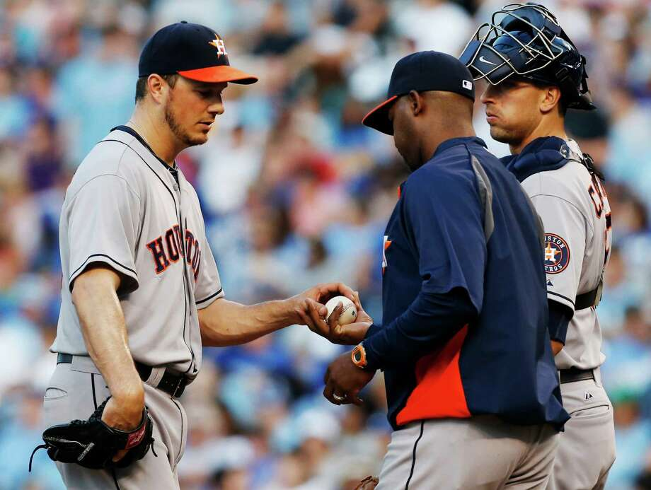 Astros starter Erik Bedard, left, hands over the ball to Bo Porter in the fifth after allowing six runs. Photo: Orlin Wagner, STF / AP