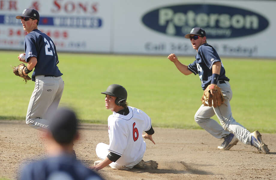 Oxford boys baseball 4-0 victory over Cromwell in the Class S State Championship game at Palmer Field in Middletown, Conn. on Sunday, June 9, 2013. Photo: Brian A. Pounds / Connecticut Post