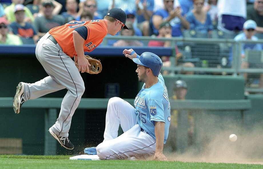 Eric Hosmer reaches third as the throw to Astros third baseman Matt Dominguez bounces away during the Royals' two-run eighth inning. Photo: JOHN SLEEZER, MBR / Kansas City Star