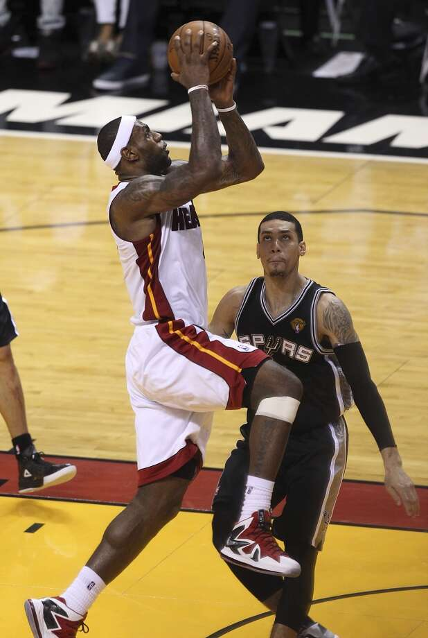Spurs' Danny Green (04) attempts to defend against the Miami Heat's LeBron James (06) during the second half of Game 2 of the NBA Finals at the American Airlines Arena in Miami on Sunday, June 9, 2013. (Kin Man Hui/San Antonio Express-News)