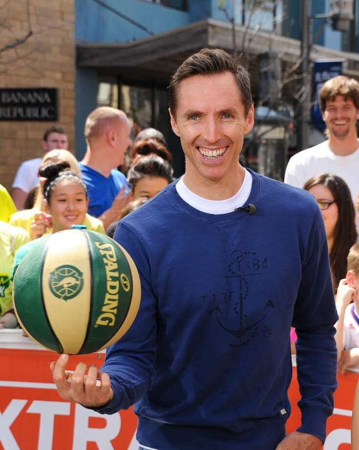 "Steve Nash of the Los Angeles Lakers visits ""Extra"" at The Grove on April 4, 2013 in Los Angeles, California.  (Photo by Noel Vasquez/Getty Images for Extra)"