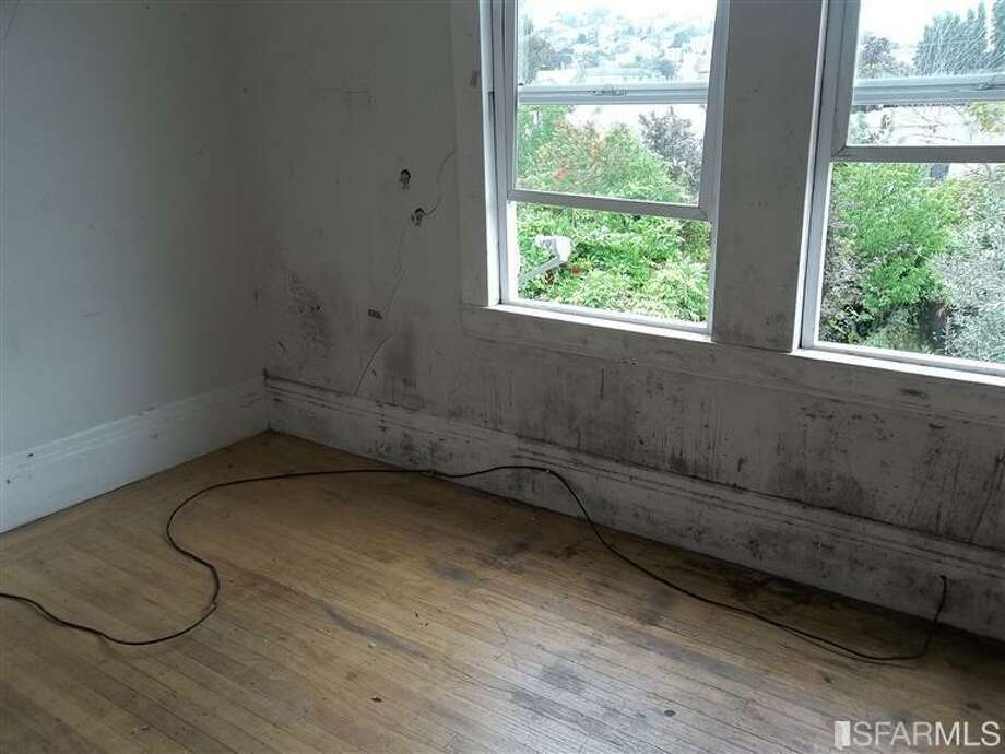 Shambolic fixer qualities begin to appear in this room of prop. 3. Photos via Redfin/MLS.