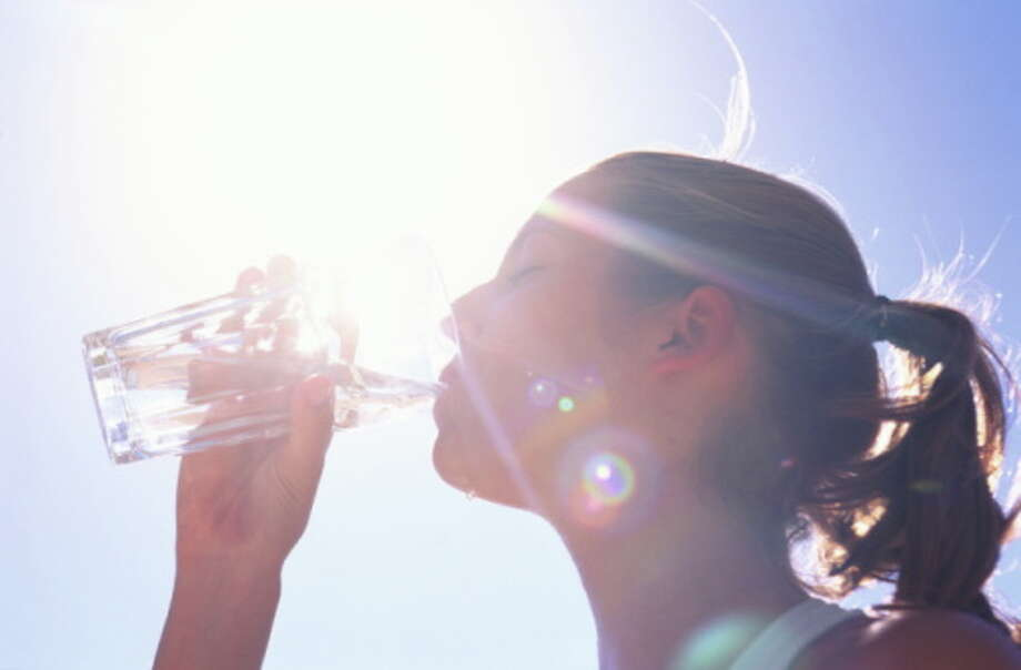 "9. Stay hydrated ""We get confused and believe that we are hungry when we really are just thirsty. Aim for eight glasses of water a day, add lemon for a flavor and vitamin boost!"" adds Shapiro. Photo: Chris Cole, Getty Images / (c) Chris Cole"