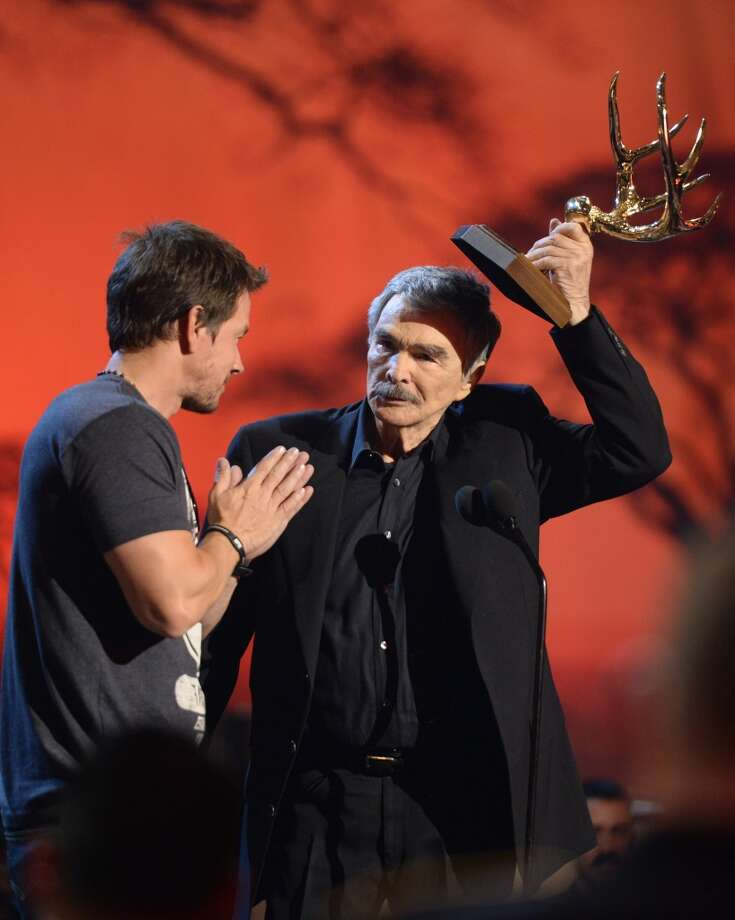 CULVER CITY, CA - JUNE 08:  Actor Mark Wahlberg presents award to actor Burt Reynolds onstage during Spike TV's Guys Choice 2013 at Sony Pictures Studios on June 8, 2013 in Culver City, California.  (Photo by Jason Kempin/Getty Images for Spike TV)