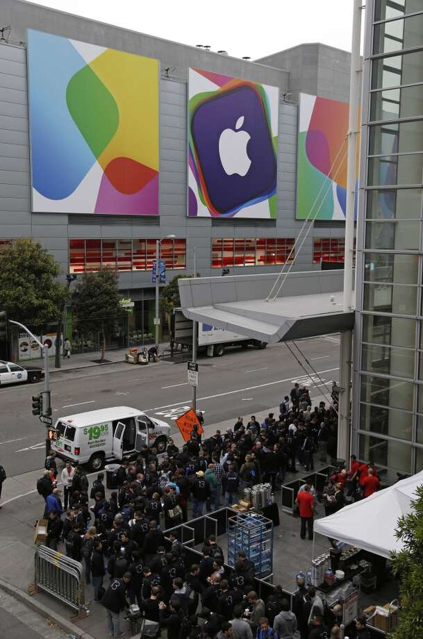 Crowds line up around the Moscone West Center for the opening of the Apple Worldwide Developers Conference, Monday, June 10, 2013, in San Francisco. Photo: Eric Risberg, Associated Press