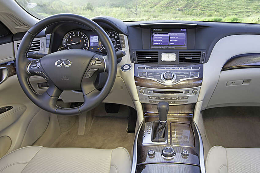 2013 Infiniti M56 (photo courtesy Infiniti)