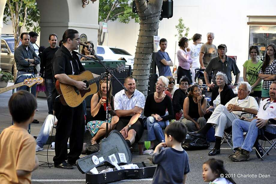 Pete Kelso performs at a previous Palo Alto World Music Day. Photo: Charlotte Dean
