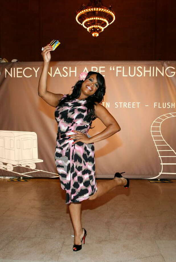 When one woman decides to stand on one leg, it seems ok, maybe even normal. But, when you see a whole lot of women doing it, this once-cute camera pose becomes bizarre. 