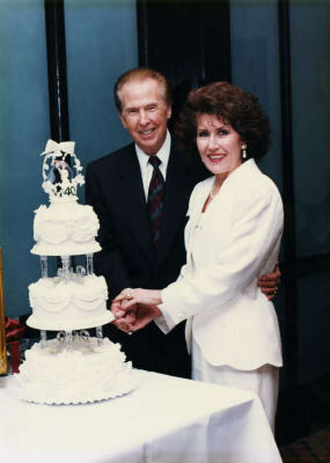 Pastors John and Dodie cut their 40th wedding anniversary cake in 1994.