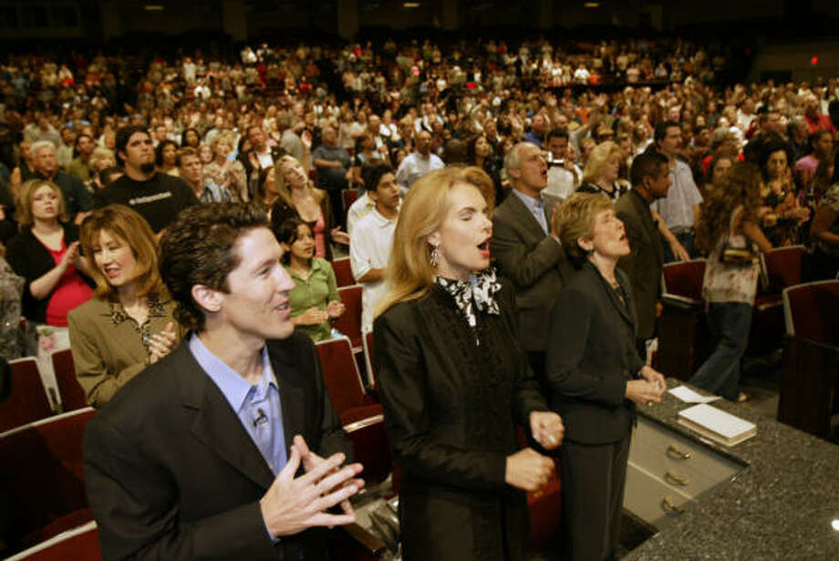 Joel and Victoria Osteen, standing next to Dodie, sing along with their choir to open up their Saturday evening service, Sept. 25, 2004. Photo: Kevin Fujii, Houston Chronicle