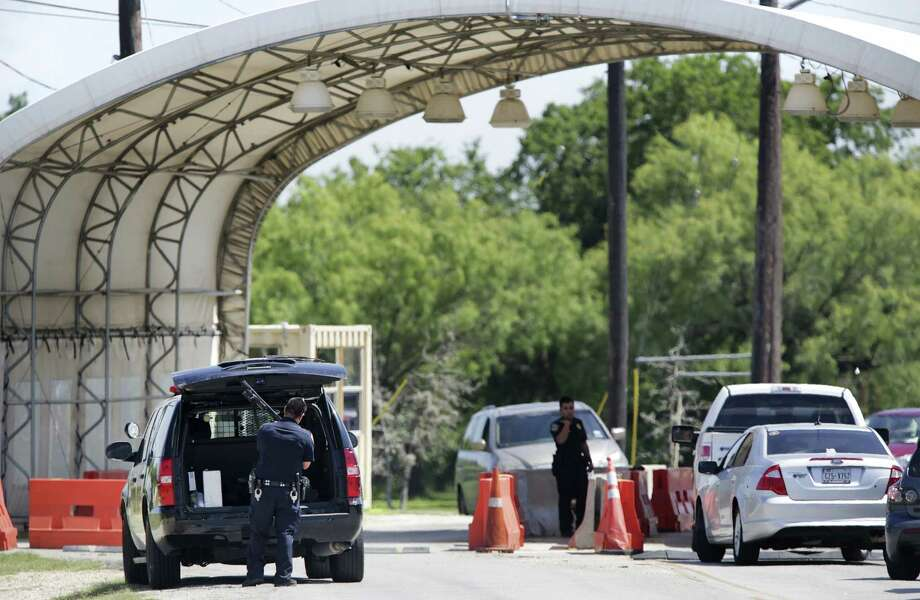 San Antonio Police Department officers were credited with quick response to a shooting at Joint Base San Antonio-Fort Sam Houston. The post was put on lockdown, meaning people had to stay in their buildings. A suspect was arrested within an hour. Photo: Bob Owen / San Antonio Express-News