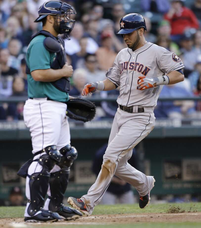 Marwin Gonzalez of the Astros scores a run against the Mariners.