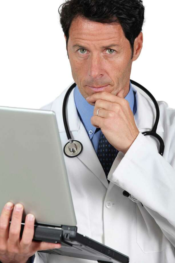 Doctor thinking / auremar - Fotolia