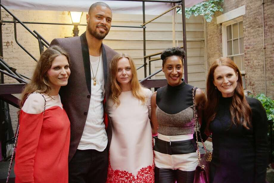 NEW YORK, NY - JUNE 10:  Frankie Rayder, Tyson Chandler, Stella McCartney, Kimberly Chandler and Julianne Moore  at West 10th Street on June 10, 2013 in New York City.  (Photo by Randy Brooke/Getty Images)