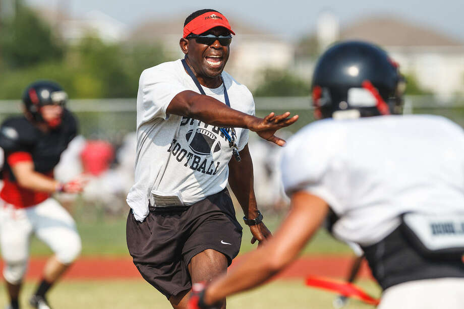 Stevens High football coach Darryl Hemphill works with his team May 20 during a spring training practice. Photo: Marvin Pfeiffer / Northwest Weekly