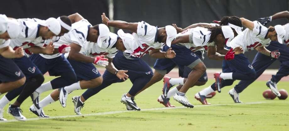 Texans players run sprints. Photo: Brett Coomer, Chronicle