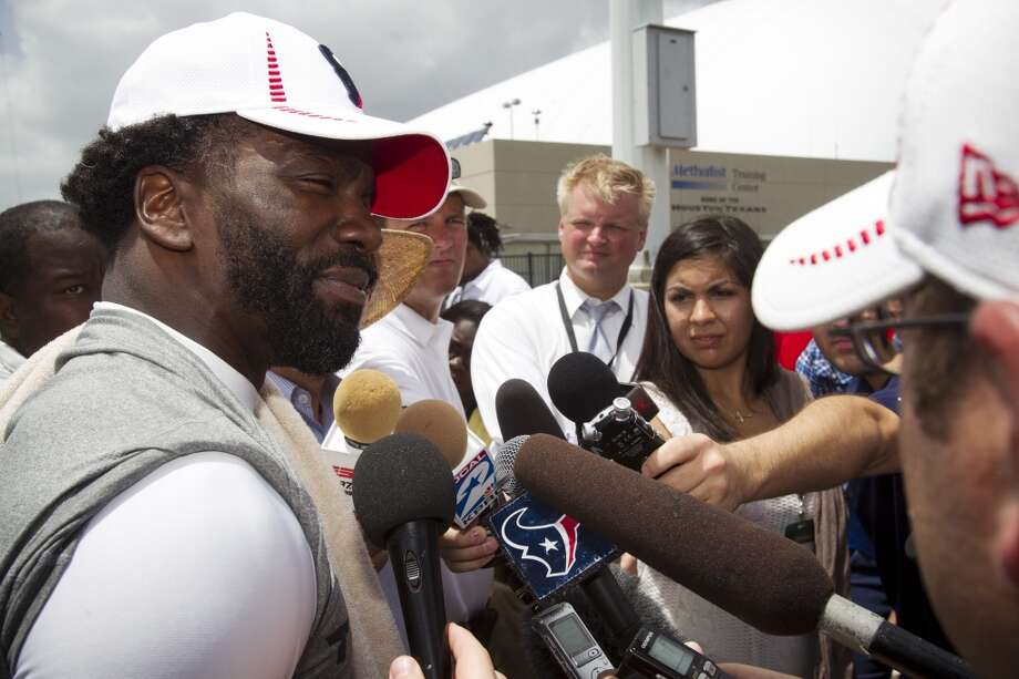 Texans safety Ed Reed, left, speaks to the media following Tuesday's workout. Photo: Brett Coomer, Chronicle