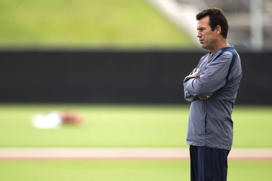 Texans head coach Gary Kubiak watches practice. Photo: Brett Coomer, Chronicle