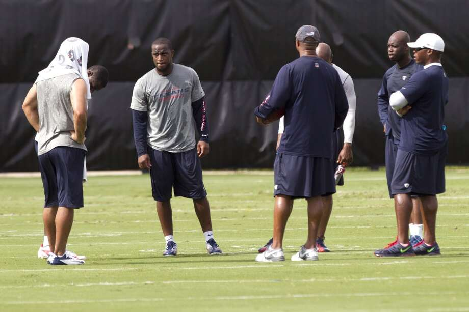 Texans defensive backs stand on the field . Photo: Brett Coomer, Chronicle